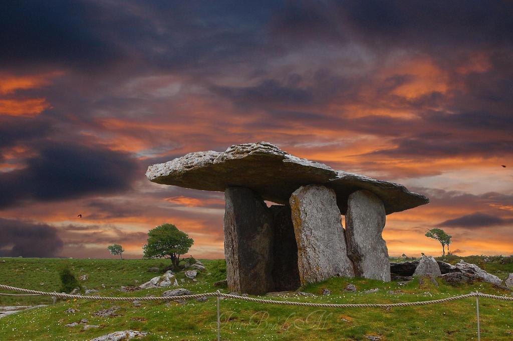 Poulnabrone Tomb dans le Burren